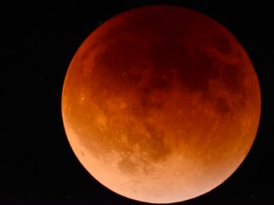 Наближається найдовше місячне затемнення XXI століття