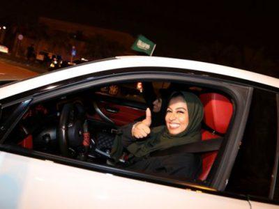 В Саудовской Аравии женщинам впервые за всю историю наконец-то разрешили водить авто
