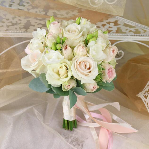 Троянда на весіллі