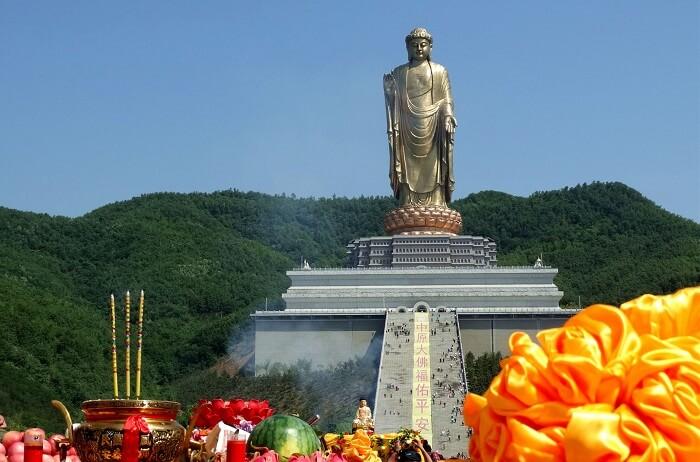 статуя Будди Весняного Храму