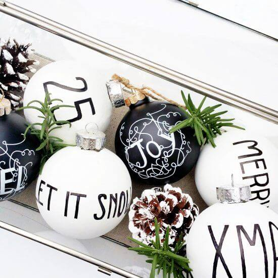 новорічний декор у чорно-білих кольорах