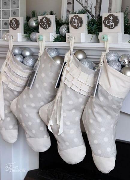 різдвяний декор в білих та срібних тонах