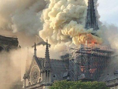 Собор Паризької Богоматері у вогні: фото та відео пожежі
