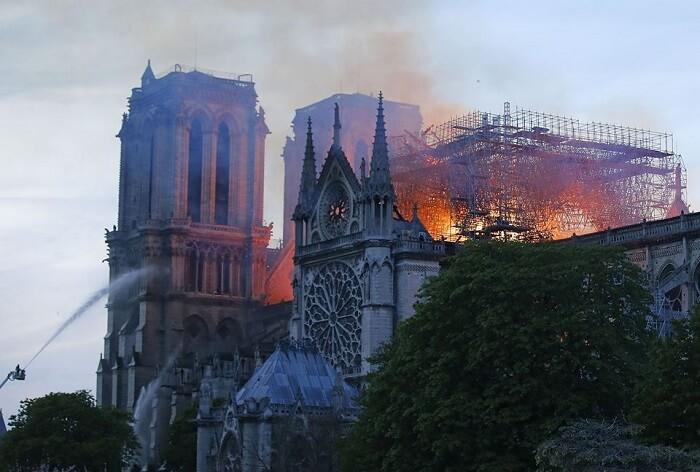 пожежа собор паризької богоматері (3)