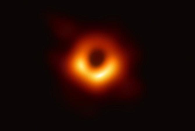 чорна діра справжнє фото