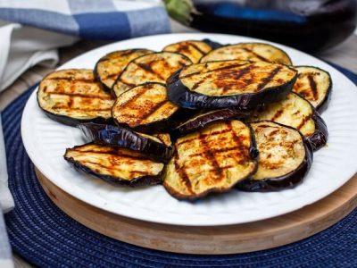 Топ-10 смачних та оригінальних рецептів з баклажанами