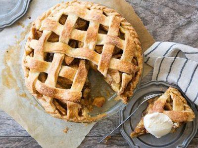 Випічка, салати і смузі: 15 крутих та оригінальних рецептів з яблуками