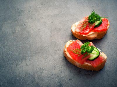 бутерброд з червоної риби