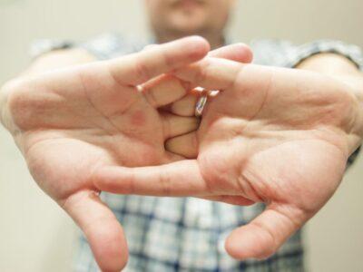 Топ 10 шкідливих звичок, які виведуть із терпцю кожного