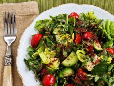 Літо прийшло: Топ 5 екзотичних салатів, які варто приготувати!