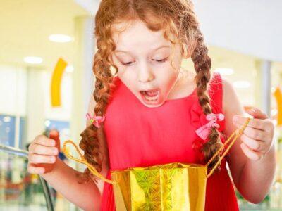 Що подарувати дитині? Топ 5 кращих подарунків
