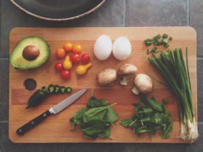 Топ-5 легких салатів що смакують у літню спеку