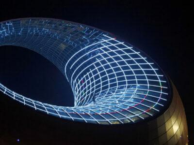 Дивовижні споруди світу: домівки-бульбашки й будівля-чайник